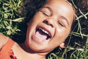 pierwsza wizyta dziecka u stomatologa 300x200 Kiedy udać się z dzieckiem na pierwszą wizytę do stomatologa i jak się do niej przygotować? Poradnik