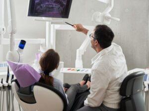 wizyta u ortodonty 300x225 Kiedy wybrać się do ortodonty? Poradnik